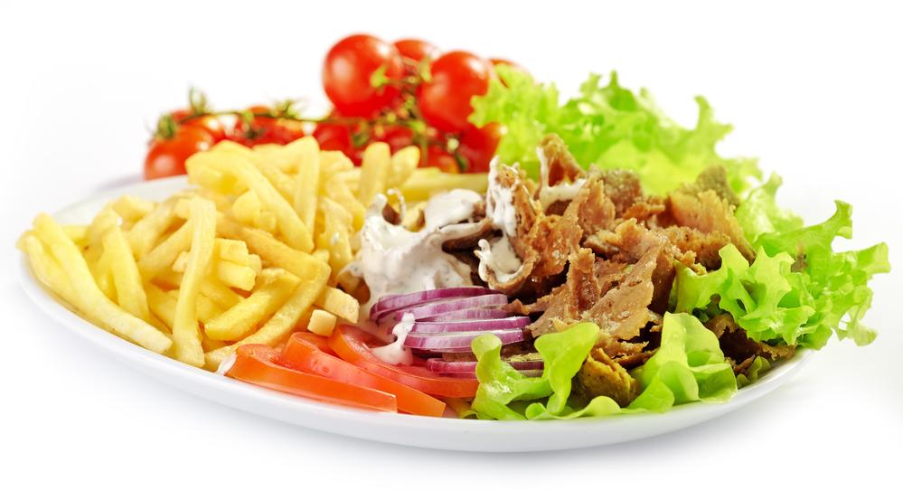 Kebab Teller mit Pommes und Salat